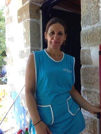 Sirena Residence & Spa: De dame van de schoonmaakdienst van 'Sirena' Residence en Spa die elke dag haar uiterste best do