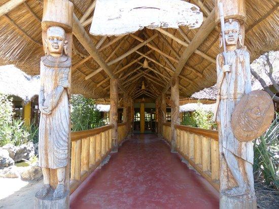 Roika Tarangire Tented Lodge: Entrée de l'hôtel