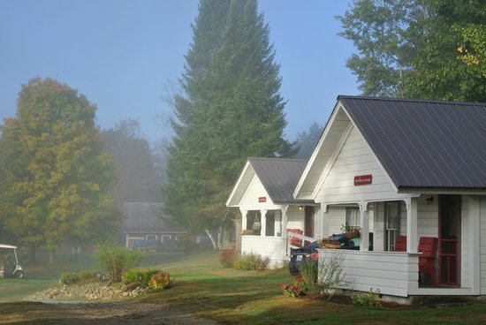 Bishop Farm Bed and Breakfast: cozy cabins w/ morning fog