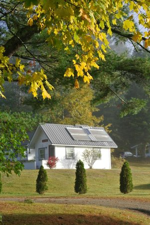 Bishop Farm Bed and Breakfast: solar cabin