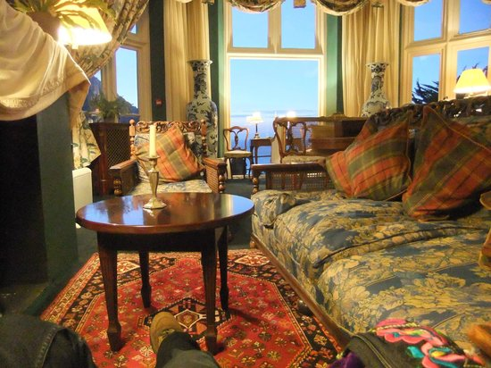 Tors Hotel: relaxing each evening with a good book in style