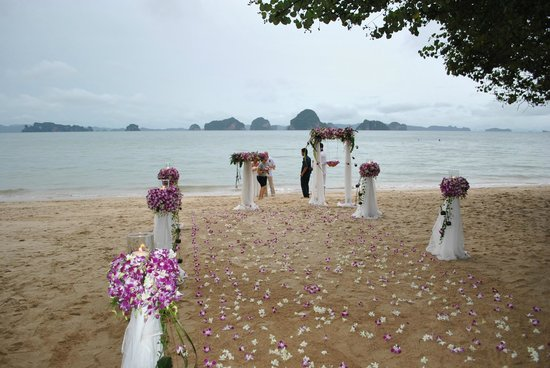 The Tubkaak Krabi Boutique Resort : Our rings blessing.