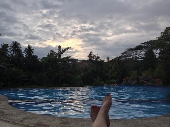 Loboc River Resort: Pool at dusk