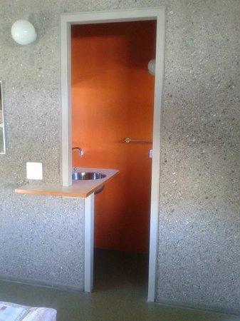 Lausanne Youth Hostel: Waschbeckenbereich