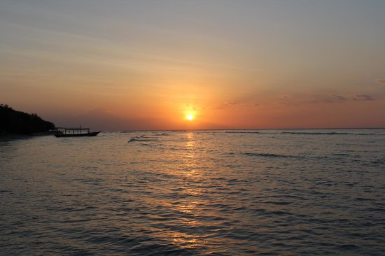 Alam Gili: Sunsets out front every evening !
