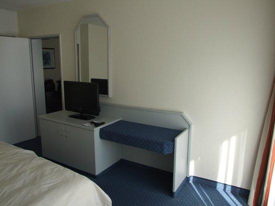 tv dans la chambre foto van dorint resort arnsberg sauerland arnsberg tripadvisor. Black Bedroom Furniture Sets. Home Design Ideas