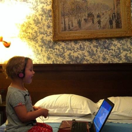 Hotel Bersoly's Saint Germain: the flowery wallpaper in our room