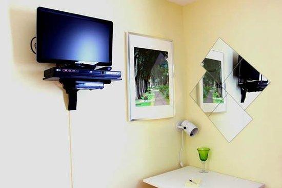 Gite Confort: Téléviseur LCD cablé avec lecteur Blu-Ray relié à Internet