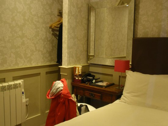 Brooks Hotel Edinburgh: Habitacion 111
