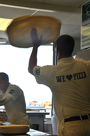 Manco & Manco Pizza: Spinning the pizza at the shore