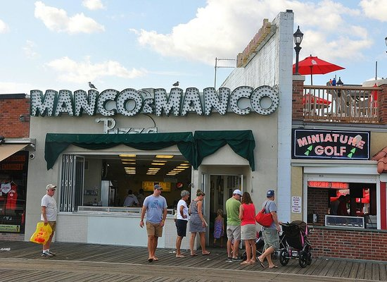 Manco & Manco Pizza: Manco & Manco the best slice on the boardwalk!