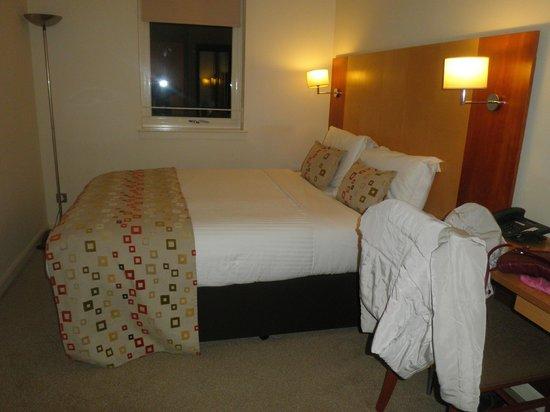 Holyrood apartHOTEL: Room