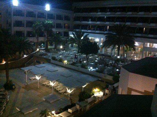 Ascos Coral Beach Hotel: вид из номера на отель