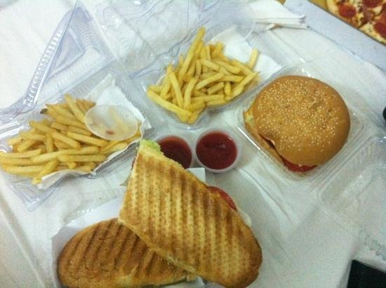 King of Sandwiches : Special Baguette + burger á 80000vnd