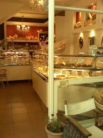 Mama's Little Bakery: Inviting :)