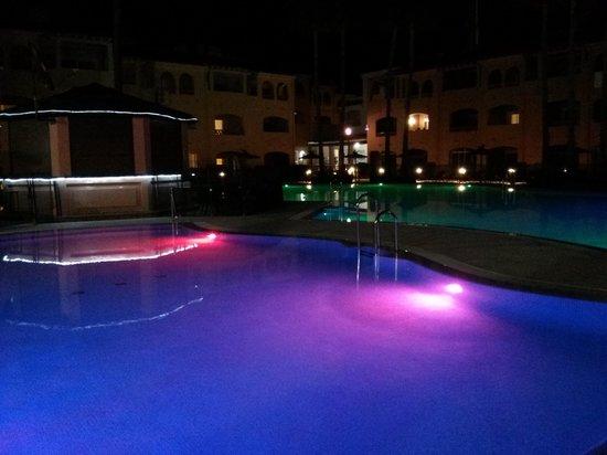 Los Amigos Beach Club : piscinas
