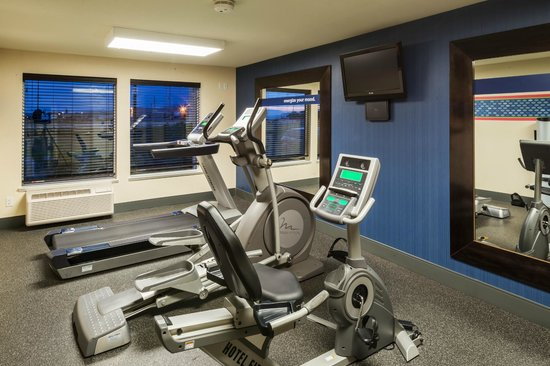 Hampton Inn Logan: 24 hour fitness room