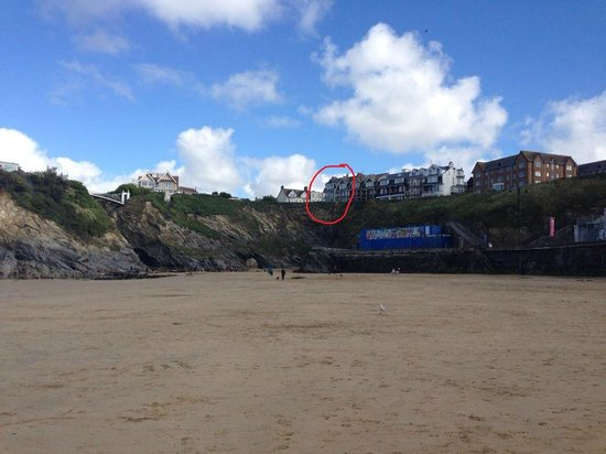 Tregella Guest House Newquay : Looking up to Tregella Hotel from Towan Beach