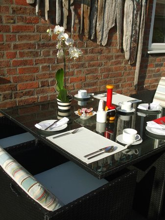Candle Villa: breakfast al fresco