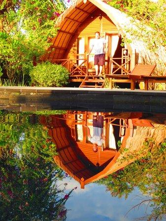 Manta Dive Gili Air Resort: Sasak bungalow & pool
