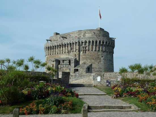 Hôtel du Château : face au château