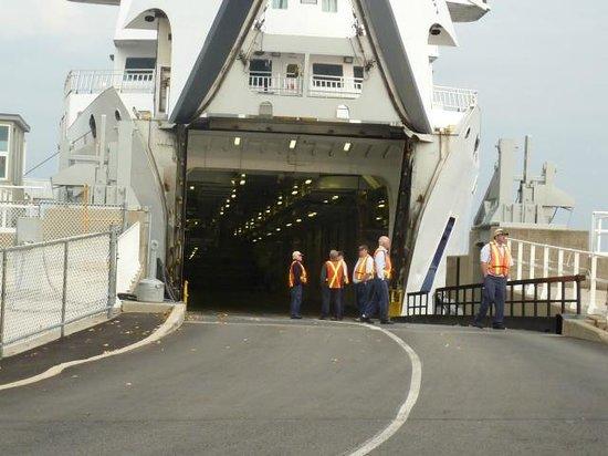 MS Chi-Cheemaun : entrance on boat