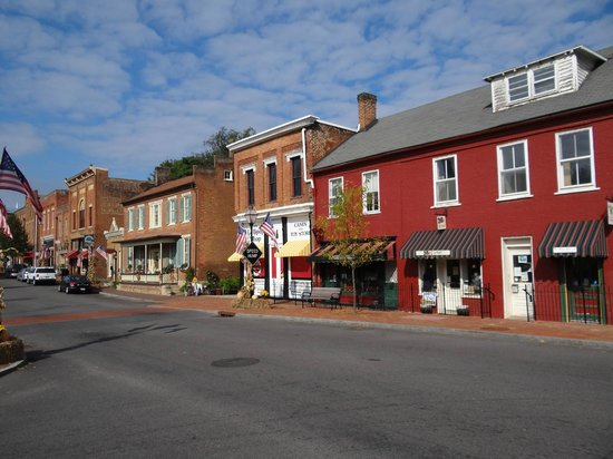 Historic Eureka Inn : Downtown Jonesborough