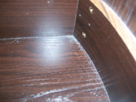 Britannia Hotel Stockport: FILTHY DRAWERS