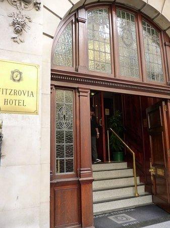 Grange Fitzrovia Hotel: ホテル入り口