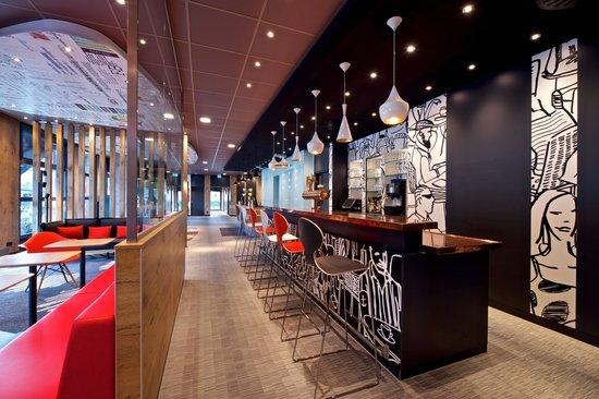 Ibis Hamburg Airport: Bar
