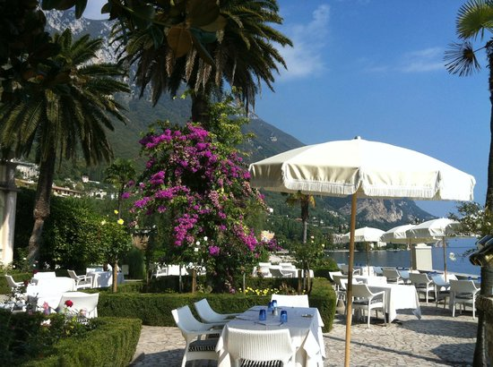 Hotel Villa Giulia: Beautiful setting for a light lunch of wine and a caprese salad