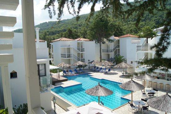 Esperides Sofras Hotel & Bungalows: Внутренний дворик отеля