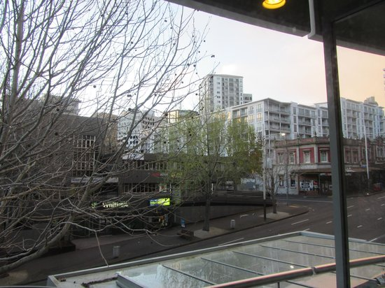 Quest Auckland Serviced Apartments: Nice view of Queen St