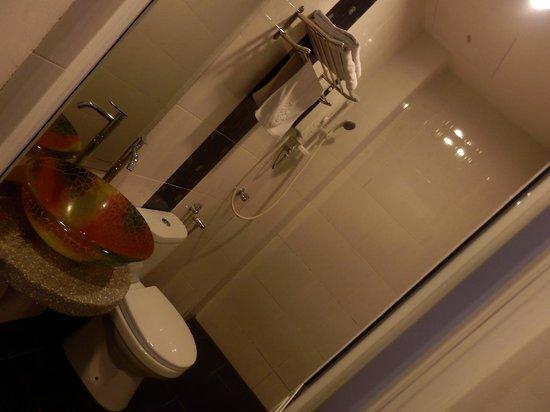 Dreamz Hotel: バスルーム
