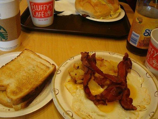 Fluffy's Cafe : Café da Manhã no Fluffy's