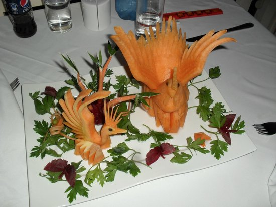 Xiang Gong Chinese Restaurant: Example of decorative veg carving