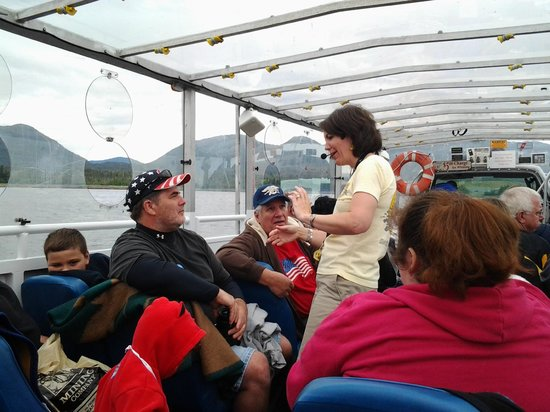 Ketchikan Duck Tour: Guide Sue giving us all individual attention!