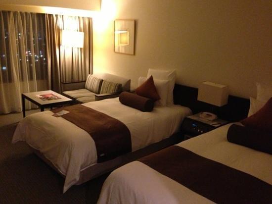 ANA Crowne Plaza Kobe: 清潔で寝やすいベッド