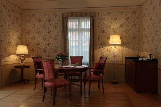 Appia Hotel Residences: Junior Suite / Lounge