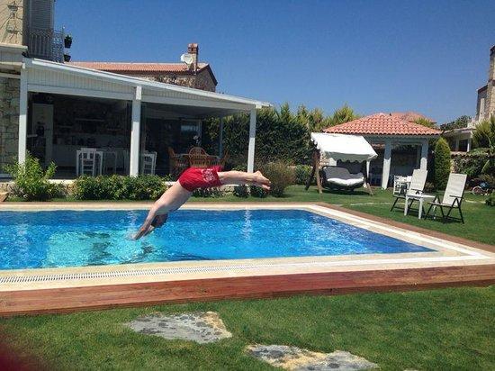 Panda Alacati Hotel: havuza düşmek