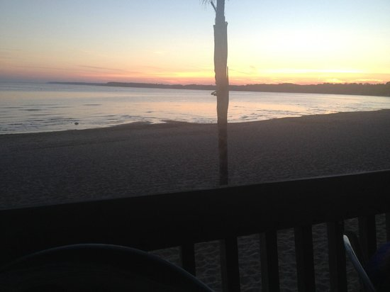 The Beach House: Sunset view on the patio
