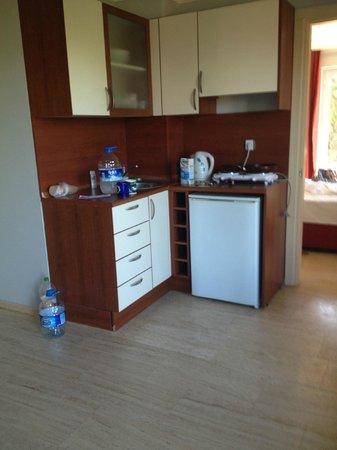 Antas Deluxe Aparts: Kitchen Area
