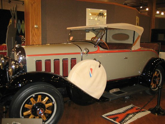 Pontiac-Oakland Automobile Museum: Styled with class