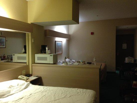 The Floridian Hotel and Suites: Vista geral do quarto com 2 camas - Sempre bem limpo