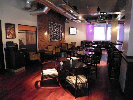 Premier Inn Birmingham City Centre (Waterloo Street) Hotel: Lounge area next to bar.