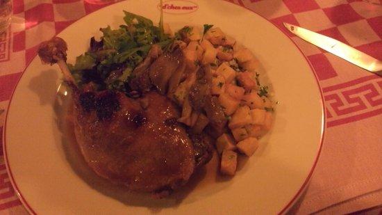 L'Auberge D'chez Eux: Avant la cuisse de canard venait avec de vraies pommes Sarladaises. Plus le cas aujourd'hui..