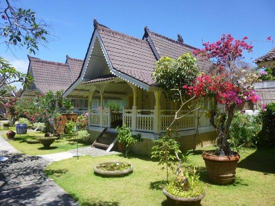 Hotel Puri Tempo Doeloe : beautiful gardens