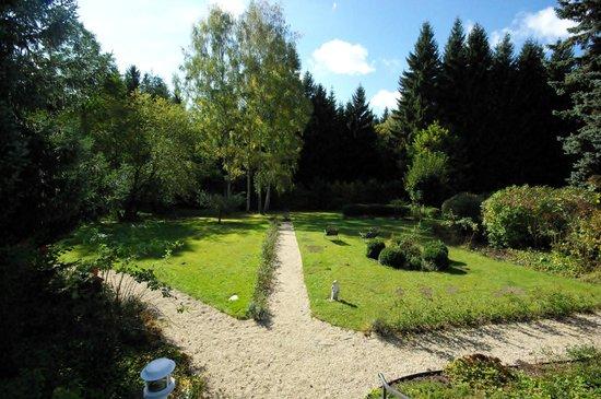 AmbienteHotel Quellenpark: Wege in den hauseigenen Park