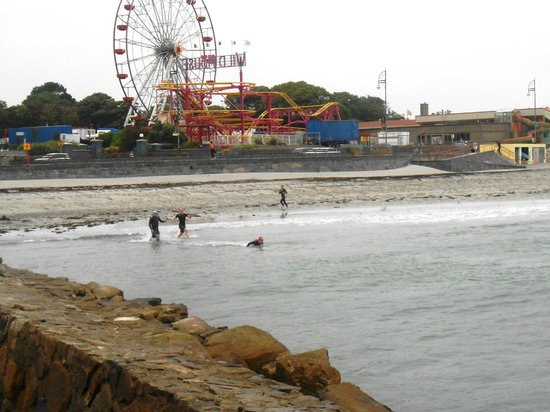 Salthill-Promenade: view of promenade and swimmers