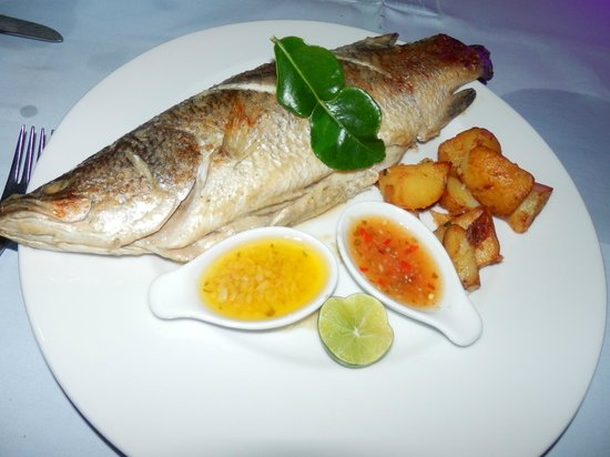 Andaman White Beach Resort: seafood dinner; fresh catch of the day